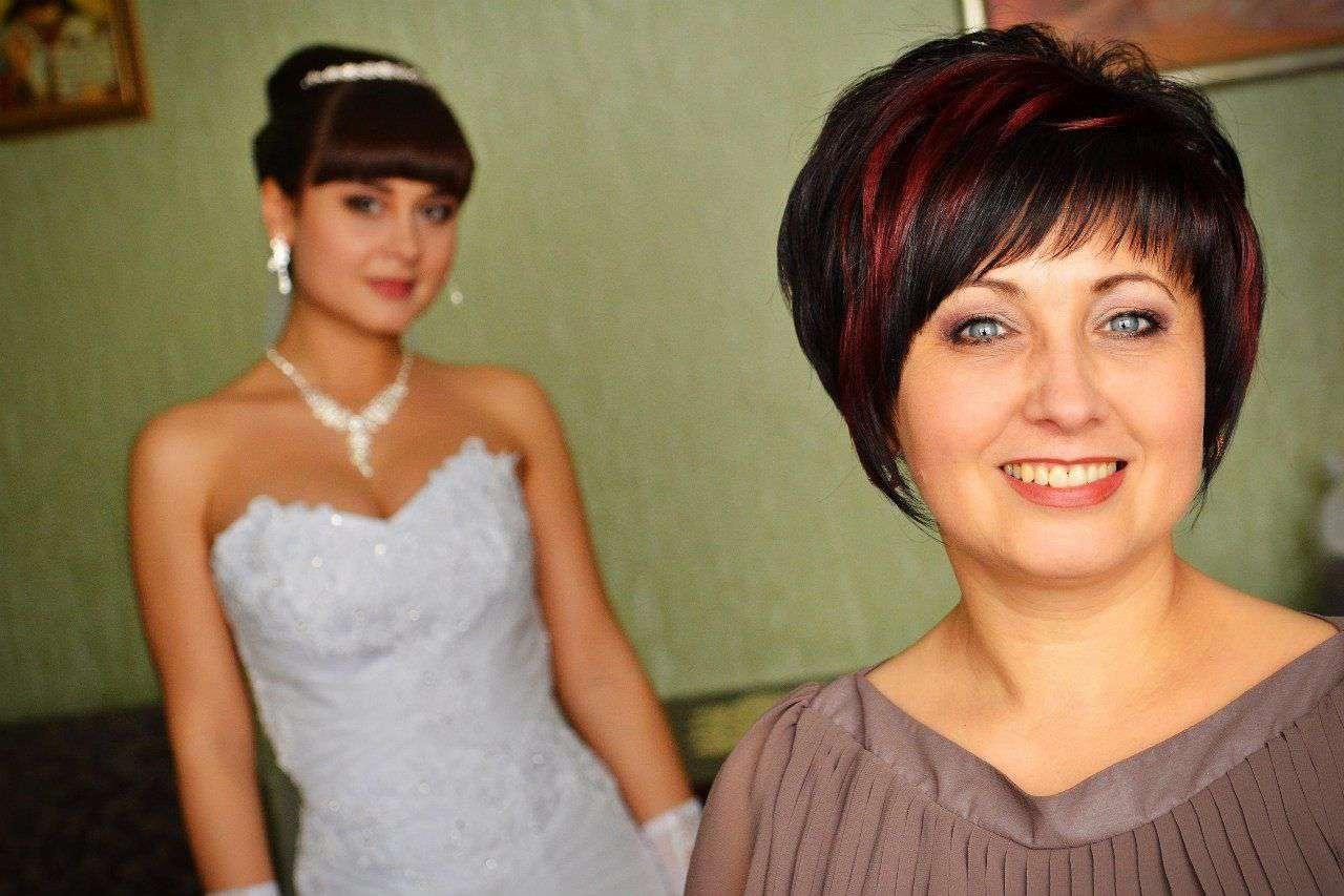 Фото прически для мамы невесты на короткие волосы