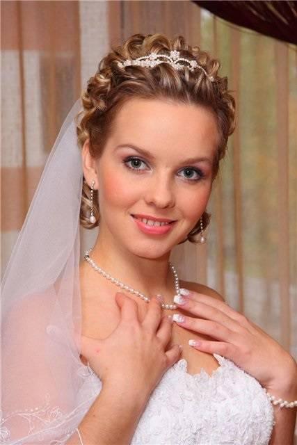 Свадебные прически на стрижку с фатой