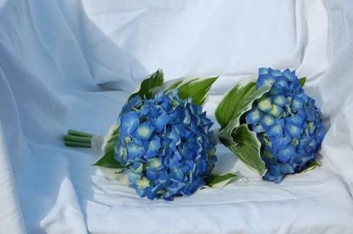 Свадебные букеты из голубой гидрангии